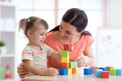 europlacements-nanny-playing-with-girl-building-blocks